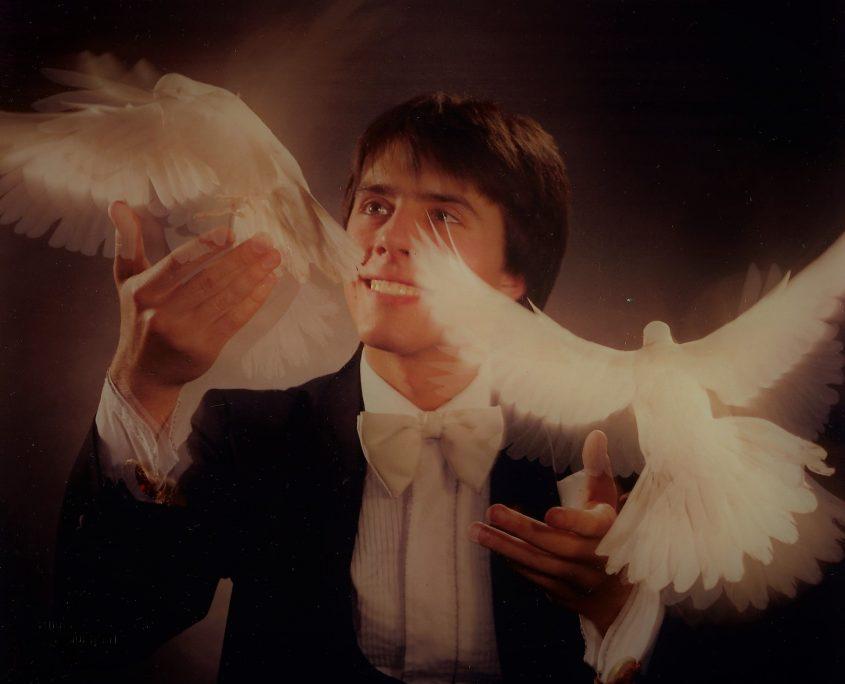 Biographie! Photo officielle au début de la carrière du magicien Robert Kurylo, le pickpocket professionnel en spectacle à Montréal, Québec